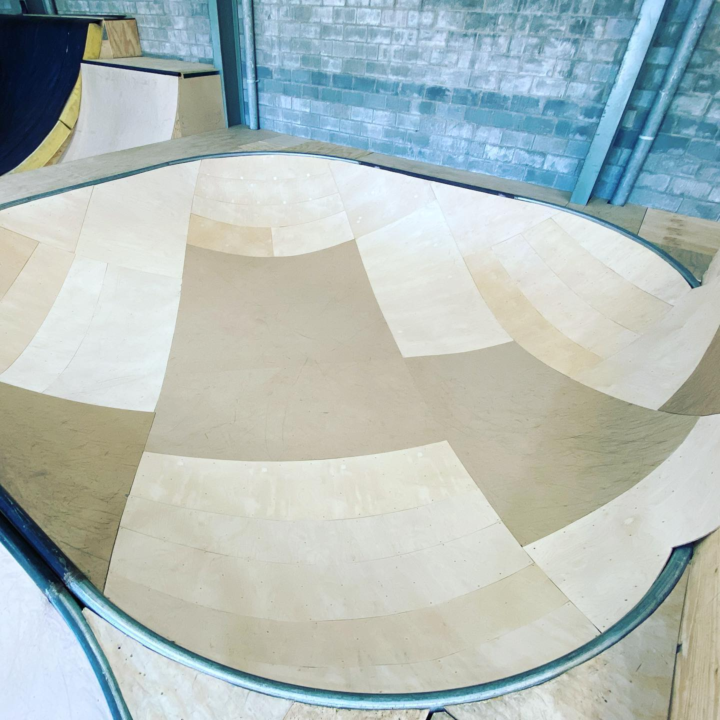Small wooden skate bowl at Level Up